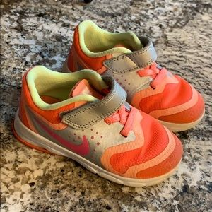 Peach girls nikes sz7